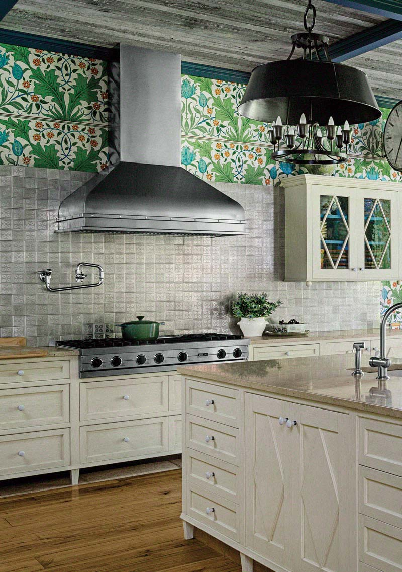 08-hbx-wallpapered-kitchen-0913-de